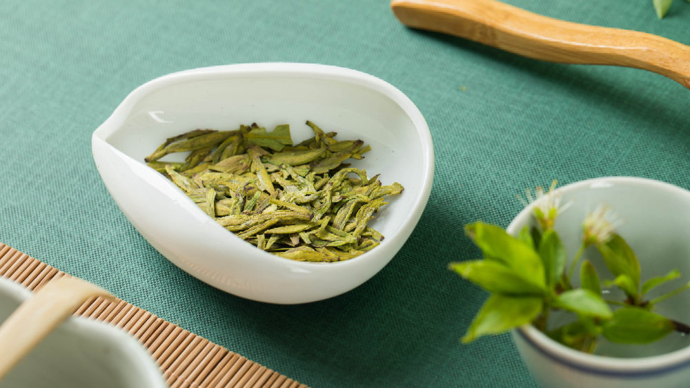 为什么茶叶越便宜越浓,越贵越淡?