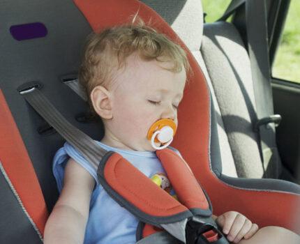假期出游宝宝晕车,这样做可以缓解