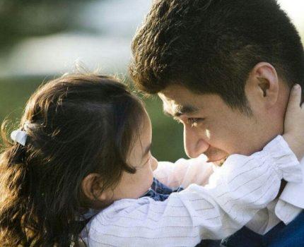 从婴儿到青春期 爸爸该如何陪伴女儿?