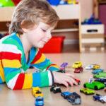 当孩子哭闹要买玩具,你会怎么做?