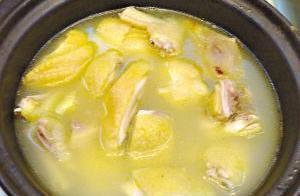 沙姜浸鸡(广州鸿福星酒家特色菜品)