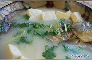 多久没喝汤了?大叔家的鲫鱼豆腐汤,鲜美可口,家人爱吃