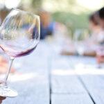 """葡萄酒为什么要""""摇杯"""",这是我见过最全的回答!"""