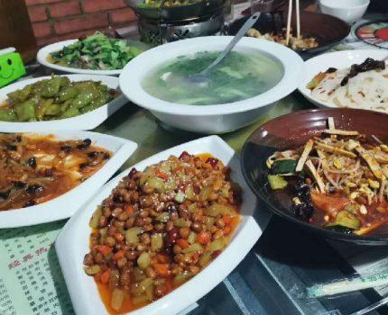 咸阳陈阳寨便民市场,这家小菜馆,最近被一帮美女给盯上了