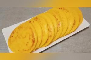 教你玉米面最好吃做法,开水一烫加2鸡蛋,松软香甜,比面包还香