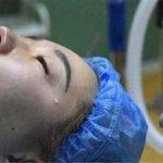 """产妇分娩后昏迷,刚出生的""""天使宝宝""""亲吻妈妈,医生潸然落泪"""