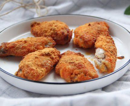 空炸不油腻,外酥里嫩的咸蛋黄烤鸡翅,一口酥香,好吃停不下来!