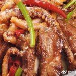 美食精选:香菇肉末蒸鹌鹑蛋,莴笋鱼头,鱿鱼烧排骨,香酥虾球