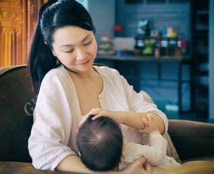 给宝宝喂母乳注意事项科普:减少肠道疾病 守护宝宝健康成长