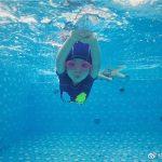 游泳不止健身,还能开发孩子的右脑