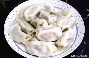 煮饺子容易破皮,掌握两个技巧,饺子不粘锅也不破皮,劲道好吃