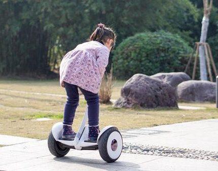 中消协:电动平衡车不是儿童玩具,家长注意!千万别再给孩子用了