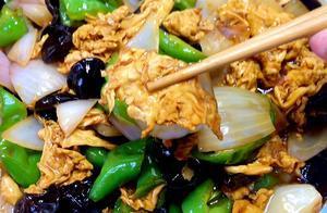 百吃不厌的家常美食,洋葱辣椒炒鸡蛋,记好这个料汁炒啥都好吃