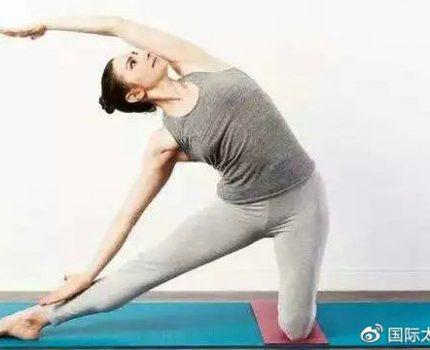 6个简单的瑜伽拉伸动作,帮你抵抗低头久坐伤身!