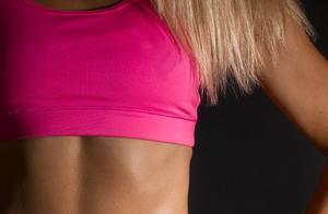 想要腹部变得更紧实?这组虐腹动作加入训练,助你练出马甲线