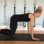 每天做这个动作5次,放松肌肉,提高身体灵活性