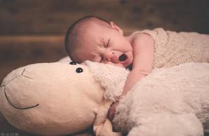 """宝宝什么时候能用""""枕头""""?儿科专家直言:过早过晚都不好"""