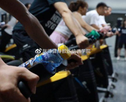 零基础必须经过培训才可以做健身教练吗?