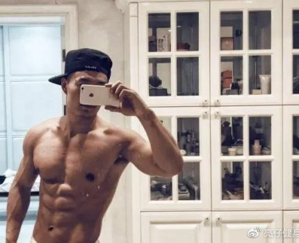陕西小伙健身2年,练出诱人腹肌好身材,漂亮逆袭频频拿奖