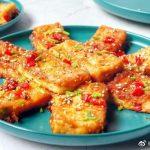 做炒豆腐时,别直接裹蛋液,多加这1步,豆腐外脆里嫩不易碎