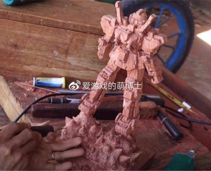 花了三十天的时间,越南木工匠人打造出还原度惊人的高达作品