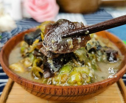这道菜看着不起眼,吃起来真香,夏天靠它开胃,2碗米饭少不了