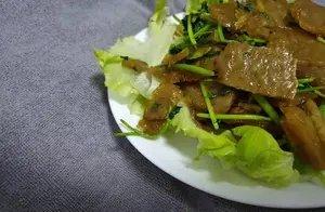 这是河南的一个传统小吃,现在已经很少人吃了,简单一做比肉都香