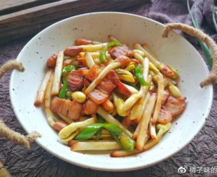 原来花生芽可以吃,用花生芽炒肉丝最好吃,脆嫩爽口,美味又营养