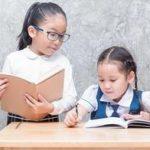 """孩子见到老师就躲?父母可创造机会,让他和老师变成""""熟人"""""""