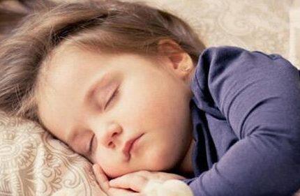 孩子闹觉怎么办?解决婴幼儿众多睡觉难题,蒙特梭利老师来解答