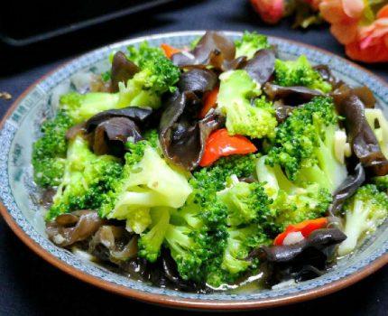西兰花和它是绝配,简单炒炒,爽脆鲜嫩营养高,孩子爱吃身体棒!