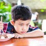 幼儿园女童未吃完午餐被惩罚出意外,这种傻事不少父母都在做