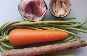 山药加把豆角和红萝卜一起炒肉丁,营养丰富,色泽迷人下饭菜.