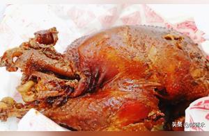 天津排队最凶烧鸡店,2斤多点烧鸡卖70块钱,口味评价褒贬不一