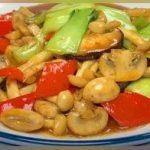香菇、海鲜菇、猴头菇搭配青菜一起炒,口感爽脆,鲜香入味又营养