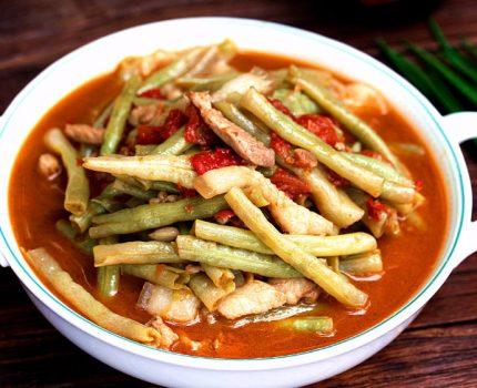 家人最爱这道菜,肉质软糯可口,豆角耙烂入味,美味下饭吃不够!