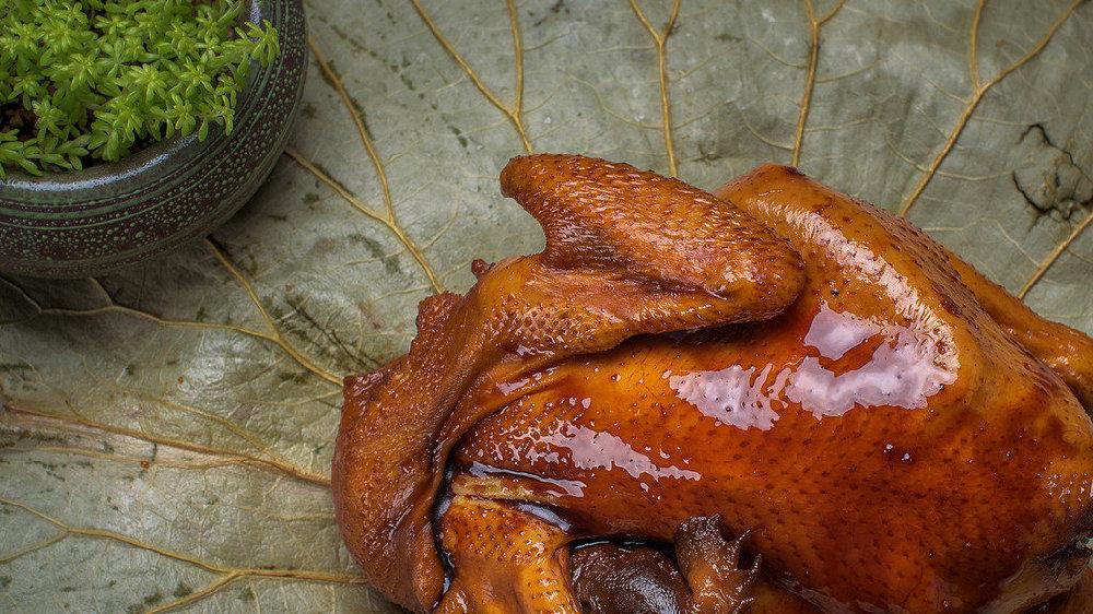 由叫花子料理出来的美食一——叫花鸡