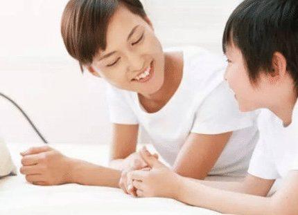 以这样的语调和孩子交流,对帮助他们成长有许多益处
