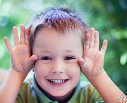 孩子对家人非常冷漠,可能是因为出现了孤僻心理,及时引导很重要