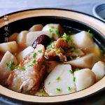 天冷了想吃炖菜,排骨芋头扔砂锅里炖一炖,热气腾腾味道鲜香浓郁