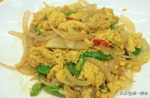 百搭食材鸡蛋,做洋葱炒蛋时,究竟先炒蛋还是先炒洋葱?