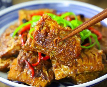红烧带鱼好吃有诀窍,多加一料,肉质鲜嫩不腥,上桌连汤都不剩