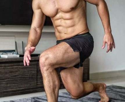 练胸不练腿的身材多难看?看完我赶紧蹲腿去了…