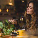 约女神吃晚餐,如何正确地在餐厅点酒?