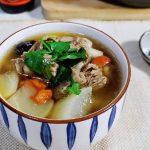 秋冬多喝汤水,煲锅羊排萝卜汤,肉不膻汤水清香鲜美,越喝越暖和