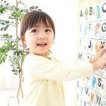 有些妈妈为了节约培训费自己教孩子英语,他们是怎么做的呢?