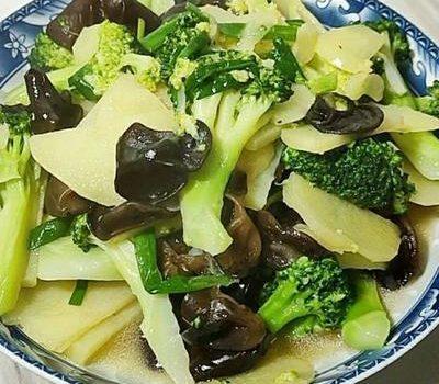 吃西兰花有好处,推荐4种最健康的开胃做法,都是老人小孩爱吃的