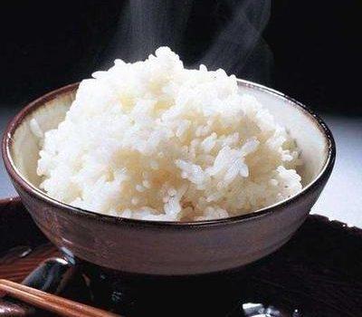 蒸米饭很多人第一步就做错了,记住3点,米饭粒粒分明,蓬松香软