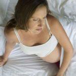 孕晚期容易失眠,但千万不要乱服药,这3个方法可一试