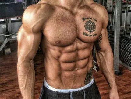 跟拉扎尔学七个动作,助你练成完美腹肌!